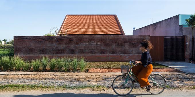 Cuộc sống thư giãn trong ngôi nhà 'thủng mái' ở Long An
