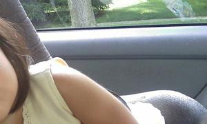 Bi kịch khi mẹ bỏ quên con trên xe hơi 4 tiếng