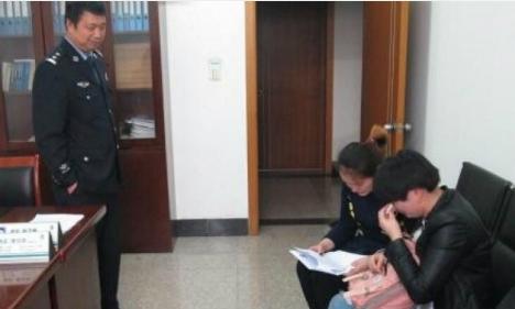Cặp sinh đôi thất lạc 36 năm đoàn tụ chóng vánh nhờ cảnh sát