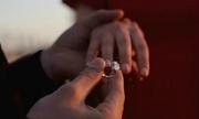 Vợ phát hiện nhẫn kim cương chồng tặng là giả sau 2 năm cưới