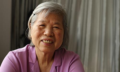 Bà Thanh đã bán căn nhà trung tâm Hà Nội và chọn gắn bó phần đời còn lại trong viện dưỡng lão. Ảnh: Phan Dương.