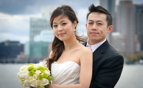 Để lách luật về bất động sản, nhiều người Trung Quốc sẵn sàng cưới giả. Ảnh minh họa: Tomoko.