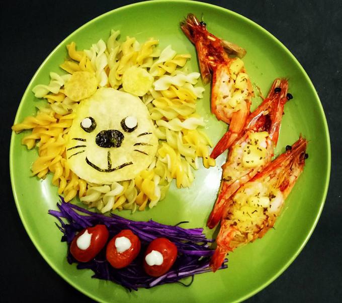Mẹ Việt dụ con ăn bằng những đĩa cơm đẹp như tranh vẽ