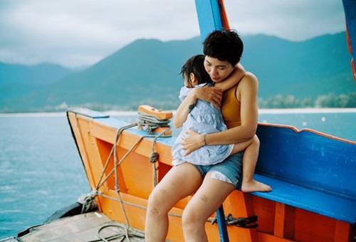 Nên mua bảo hiểm sứckhỏe,không cho mình thì ít nhất cũng cho con bởi trẻ con thì hay bệnh, Uyên Bùi nói.