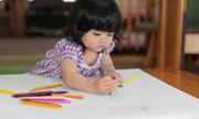 Con 2 tuổi không nói chuyện khi đến lớp, phải làm gì?