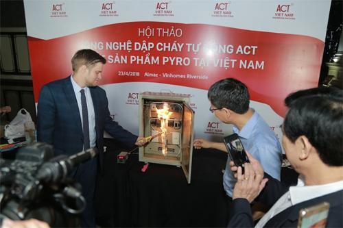 Tại sự kiện ra mắt ngày 23/4, công ty Pyroviatrực tiếp thử nghiệm hai sản phẩm Pyro Sticker và Pyro Cord dưới sự kiểm chứng trực quan của các chuyên giavề Phòng cháy chữa cháy hàng đầu Việt Nam. Thông tin chi tiết xem tại đây.