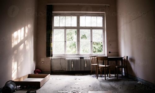 Khi rao bán nhà, việc bạn để nguyên đồ đạc cũ, bừa bộn, bẩn thỉu sẽ khiến khách mất cảm tình, không hình dung ra nơi ở của mình, khiến nhà khó bán.Ảnh: Subreader.co