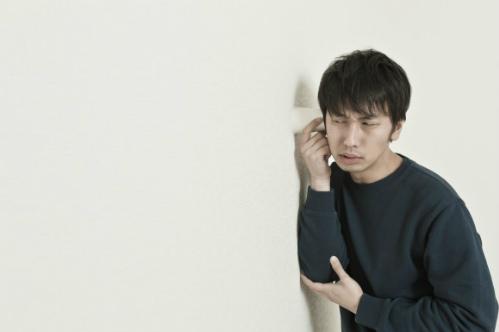 Biết cụ già lãng tai, một thanh niên lạ mặt đã lẻn vào nhà cụ sống cả nửa năm. Ảnh: Soranews24.