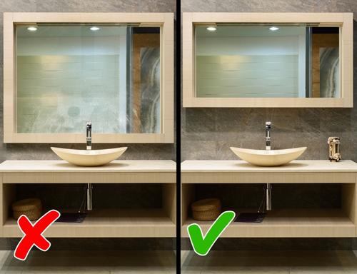 Gương lớn trong nhà vệ sinh: Hơi nước sẽ nhanh chóng đọng và phủ mờ trên gương sau mỗi lần bạn tắm rửa. Bạn sẽ bắt buộc phải lau chùi chúng để các thành viên khác trong nhà sử dụng WC. Bởi vậy, bạn nên dùng gương có kích thước vừa phải để không tốn quá nhiều công sức và thời gian.