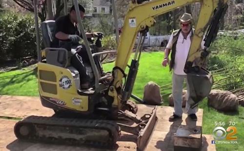 Kho báu sẽ còn nằm dưới đấtnếu gia đình anh Matthew không sửa vườn.