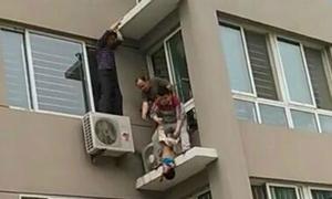 Bé hơn 2 tuổi được cứu sống khi rơi từ tầng 5 chung cư