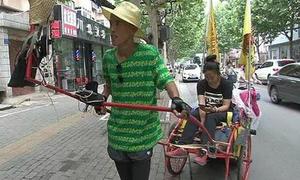 chang-trai-keo-xich-lo-di-hang-nghin-km-de-cau-hon-ban-gai