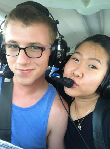 Một trong những lần Alex chở Quyên đi chơi trên trực thăng. Ảnh: NVCC.