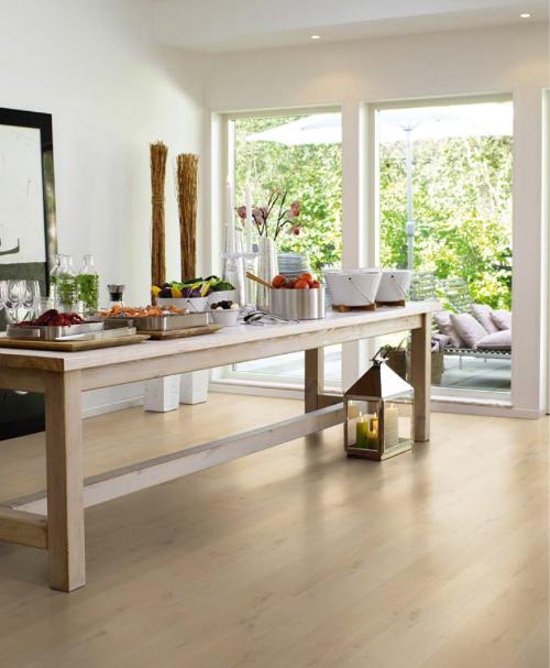 Với nhiều ưu điểm nổi bật, sàn gỗ chịu nước được ưa chuộng lắp đặt trong nhiều không gian.