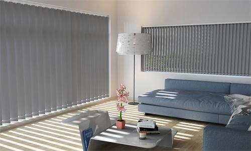 Loại rèm lá không thích hợp dùng ở nhà riêng vì vẫn để ánh sáng lọt qua cửa sổ. Ảnh: Adv.