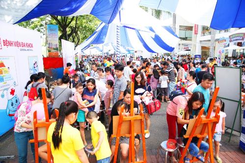 Ngày hội Phú Mỹ Hưng hướng về trẻ em lần 9 năm 2018 đã diễn ra tại TP HCM trong tiếng cười của trẻ thơ, khoảnh khắc vui chơi của các gia đình và tình cảm sẻ chia, kết nối cộng đồng. Sự kiện thu hút hơn 10.000 lượt người tham gia.