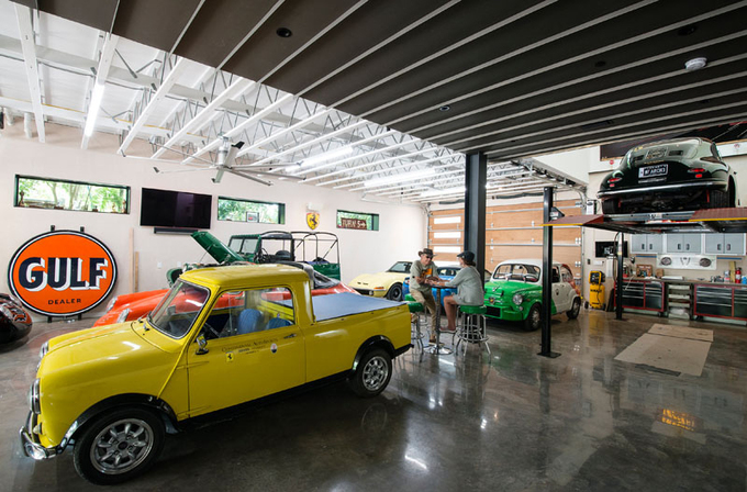xe hop 3 1528793503 680x0 - Biệt thự dành một nửa diện tích để bày xe ôtô