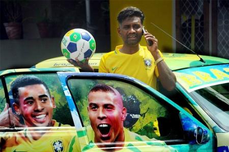 Chiếc xe đặc biệt có in hình Gabriel Jesus và Ronaldo.