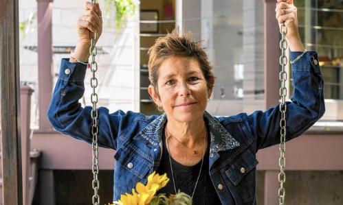 Bà Amy Krouse Rosenthal, nữ tác giả sách viết cho trẻ em và người lớn, qua đời tháng 3/2017 vì ung thư. Ảnh:chicagotribune.