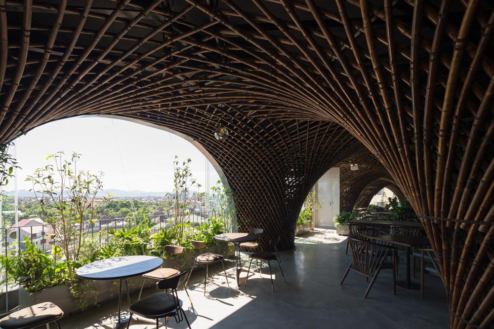 tre1 4 1529987365 680x0 - Mái vòm tre như hang động khổng lồ trên nóc ngôi nhà ở Vinh