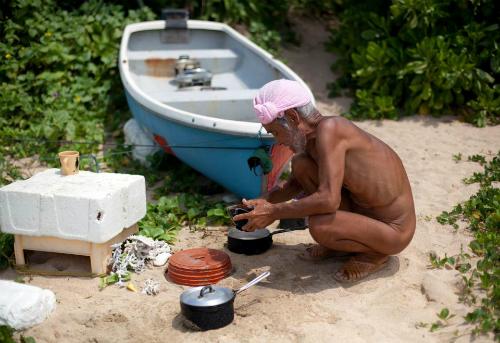 Người đàn ông 82 tuổi nói rằn điều ông nhớ nhất ở xã hội văn minh là chiếc bật lửa - thứ giúp cuộc sống của con người tiện lợi hơn rất nhiều. Ảnh:Reuters