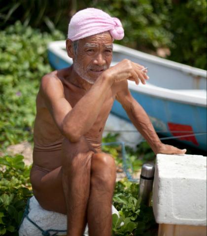 Ông Nagasaki nói chưa bao giờ thấy buồn khi ở một mình trên đảo hoang. Ảnh:Reuters.