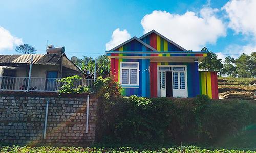 Chàng trai Đà Lạt sơn nhà bảy sắc cầu vồng nổi nhất vùng