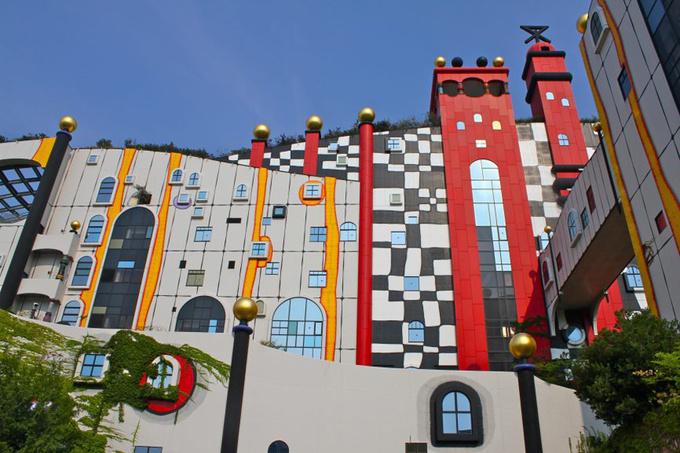 Tòa nhà xử lý rác ở Nhật đẹp như công viên giải trí