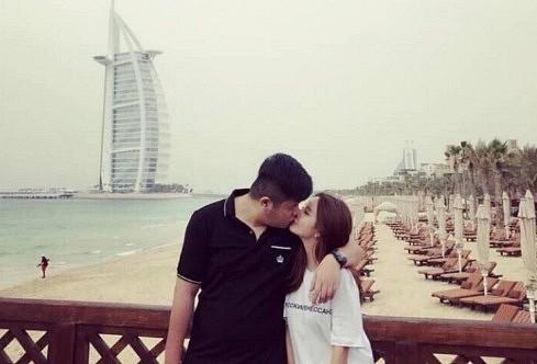 Trương và bạn gái hotgirl thường xuyên đi chơi - Ảnh: Sina.