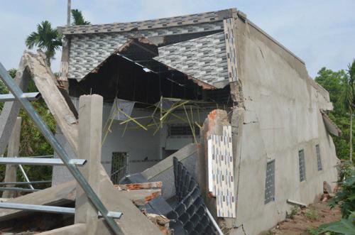 Ông tuốt đã không đổ bê tông ở các bức tưởng ờ cửa.