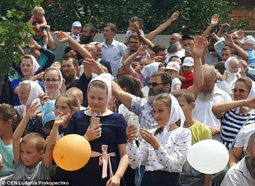 Cách đây vài ngày, gia đình ông Pavel chính thức được công nhận là gia đình lớn nhất ở Ukraine. Hiện tại, họ đã nộp đơn lên tổ chức kỷ lục thế giới Guinness đề nghị công nhận là gia đình lớn nhất hành tinh.
