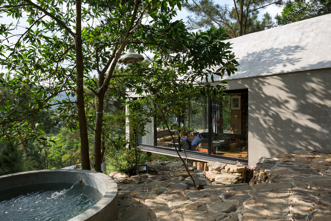 Ngôi nhà 36 m2 lơ lửng trên vách đồi thông Hà Nội