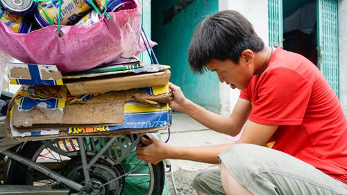 Bốn năm giúp người nghèo của cậu bé không nhớ gì quá 5 phút - 1