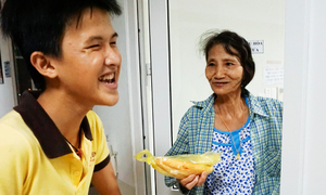 Bốn năm giúp nghìn người nghèo của cậu bé 'có trí nhớ 5 phút'