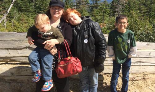 Chị Liz Gendreau và ba con trai. Ảnh:Business Insider.