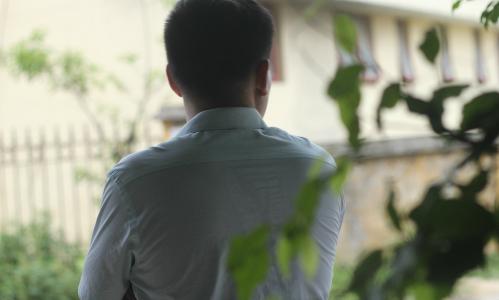 Những người đàn ông trí thức, thành đạt càng dễ tổn thương và lảng tránh thân mật khi bị vợ chê khả năng chăn gối. Ảnh: MT.