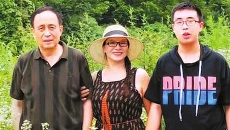 Bao Han là niềm tự hào của cha mẹ khi trở thành tân sinh viên. ẢNh: SMCP/