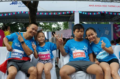 Với nhiều gia đình, đây là lần đầu tiên các thành viên cùng nhau tham gia vào một hoạt động nhiều niềm vui và thử thách.