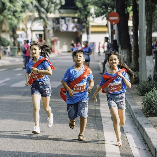 Giải chạy MB Ageas Life Family Ekiden có 6 vòng chạy, chia cho các thành viên trong gia đình, độ dài của đường đua là 10,2 km.