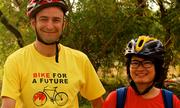Chàng trai Scotland đạp xe theo cô gái Việt một năm để chờ sự đồng ý