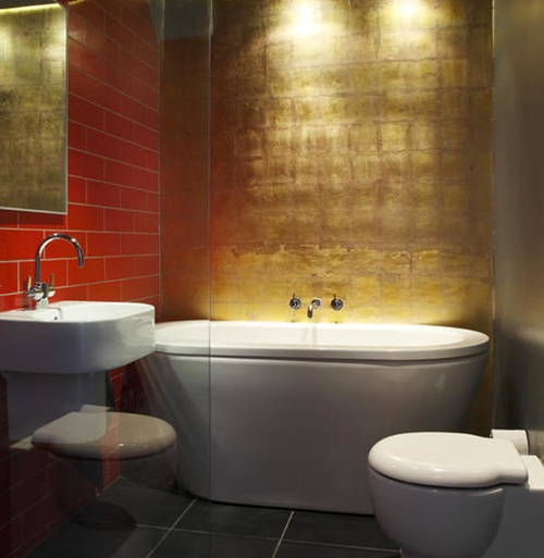 Phòng tắm được dát vàng khiến ai bước vào