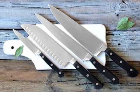 4. Dao.Nếu dao không đủ sắc, khi cắt bạn rất dễ bị trượt, làm đứt tay khi bạn cố gắng cắt gì đó.