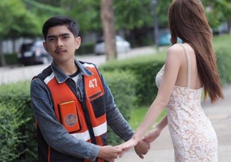 anh xe ôm Wutthichau (25 tuổi) với người mẫu Nutchanart (22 tuổi) bền chặt suốt 5 năm qua.