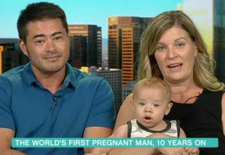 Thomas được xem là người đàn ông đầu tiên trên thế giới mang bầu. Ảnh: Mirror.