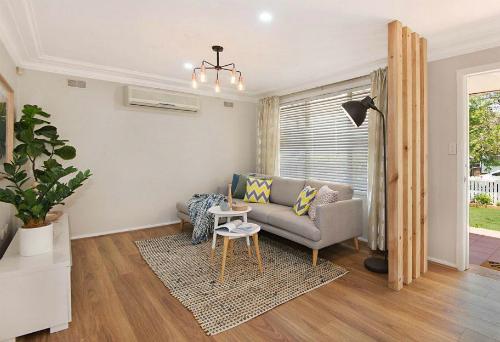 Tấm thảm nhỏ giúp không gian trở nên ấm áp, gần gũi hơn - Ảnh: Cherie Barber.