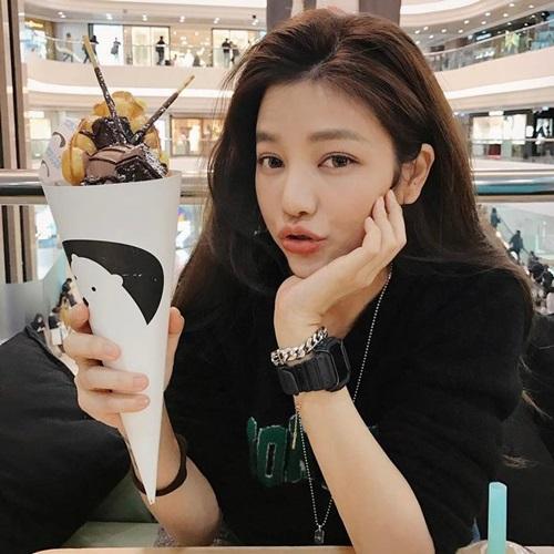 Trong suốt buổi phỏng vấn với tạp chí Friday của Đài Loan, Lure tiết lộ bí quyết hàng đầu giúp cô giữ gìn nhan sắc là uống nước, ăn rau, tránh xa đồ uống có đường và chỉ thỉnh thoảng mới dám ăn sô-cô-la.