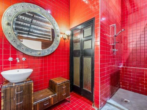 Nhà tắm không theo phong cách bình thường. Ảnh: Mirror.