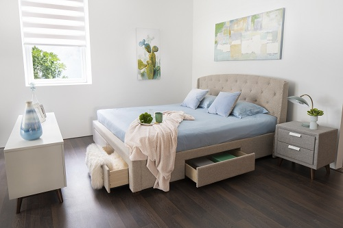 Large bedrooms with intelligent bed design with a drag-and-store furniture, optimal area.