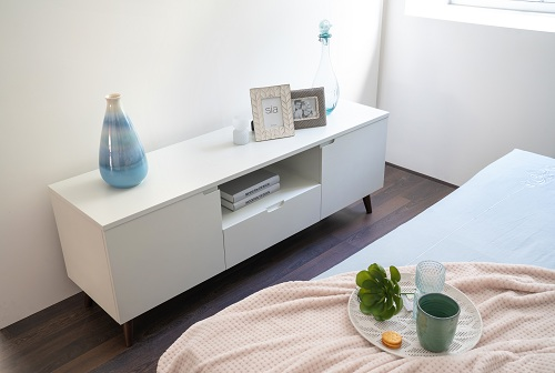 The bedroom interior also has a Rome-desk and a Iris TV cabinet.
