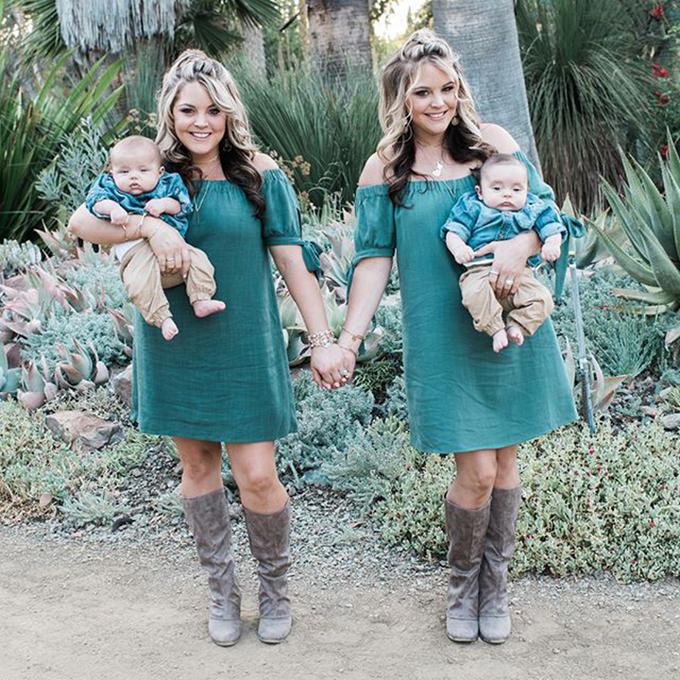 Hai chị em sinh đôi đẻ con trai giống hệt nhau cùng ngày